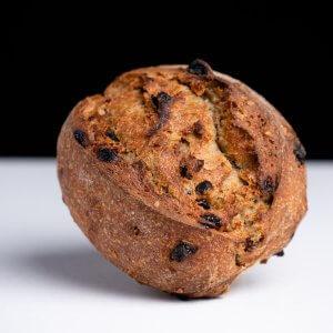 Pan de centeno, pasas y nueces